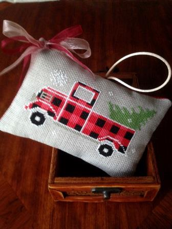 Twin Peak Primitives - Rustic Christmas Series - Old Truck-Twin Peak Primitives - Rustic Christmas Series - Old Truck, Christmas, Christmas trees, cross stitch