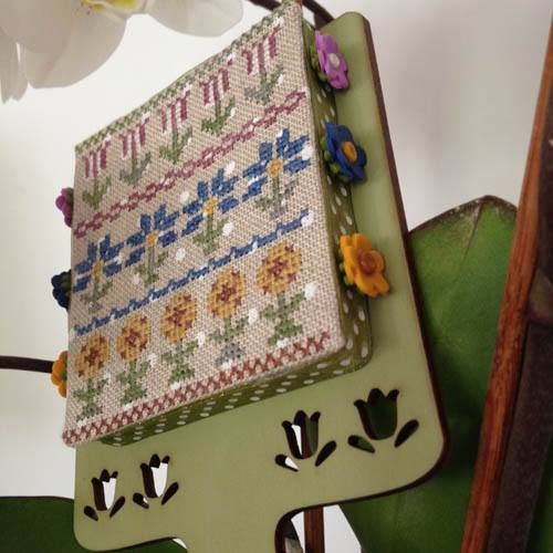 Mani di Donna - Hornbook Series # 1 � Flowers with Exclusive Tulip Hornbook-Mani di Donna - Hornbook Series  1  Flowers, tulips, sunflowers, Italian cross stitch,